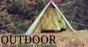 Outdoor-Abenteuer-mit-Steinpilzen-Lagerfeuer-schlafen-unter-freiem-Himmel-Benjamin-Claussner